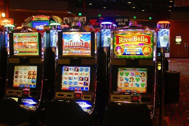 Игра в мобильном казино Азино Три Топора