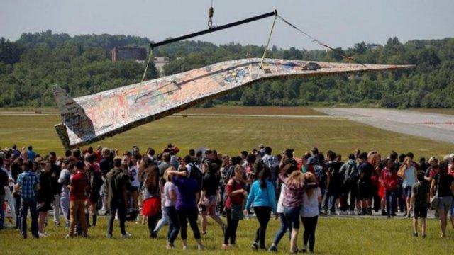 В США запустили 20-метровый бумажный самолетик