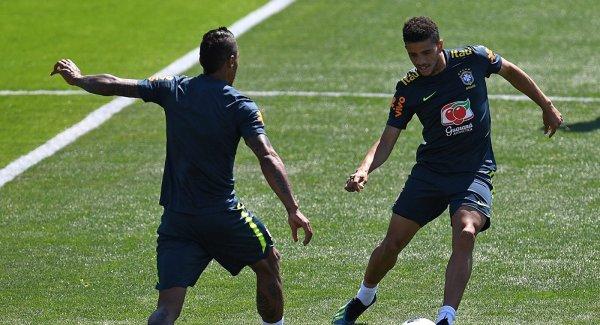 Болельщик выбежал на тренировку сборной Бразилии в Сочи