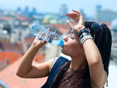 Правила употребления воды в жару, о которых полезно знать