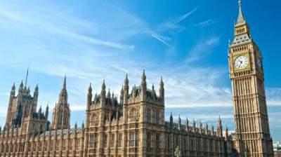 Британский парламент закрыли из-за угрозы пожара