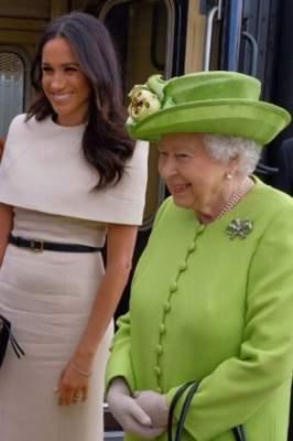 Королева Елизавета и Меган Маркл совершили первую совместную поездку