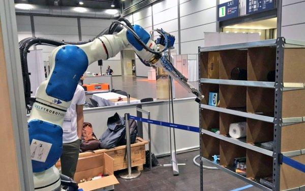 Bloomberg: В Amazon работу менеджеров начали выполнять роботы