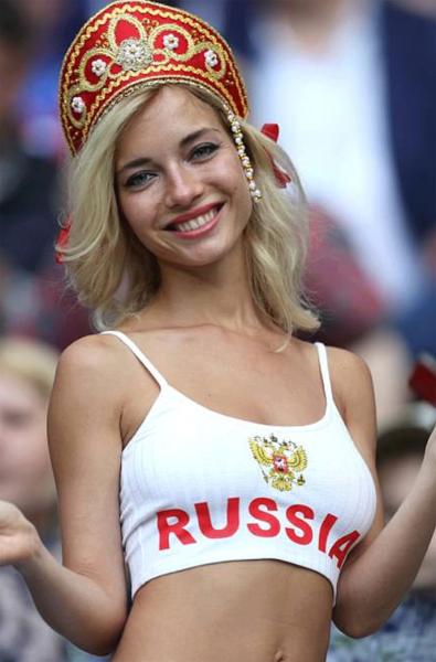 Британцы сравнили футбольных фанаток России и Саудовской Аравии