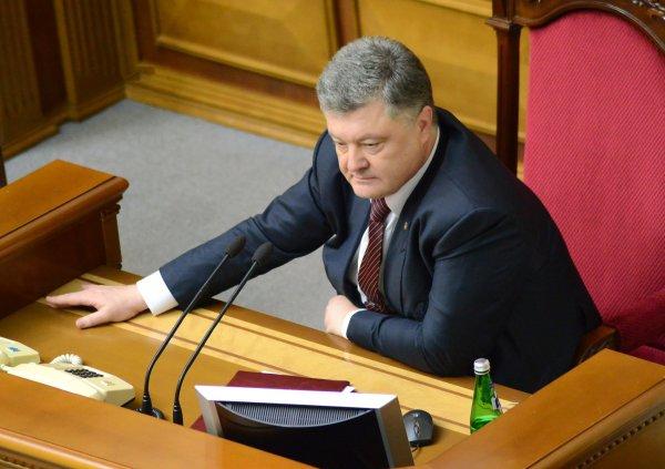Отвлекает от реальных проблем: В Киеве рассказали, почему Порошенко заставляет украинцев учить мову
