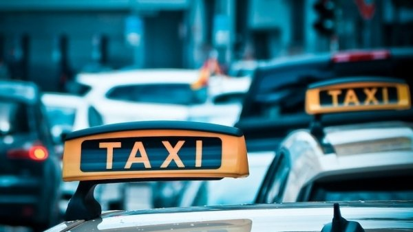 Таксистов Москвы стали проверять на завышение цен для иностранцев