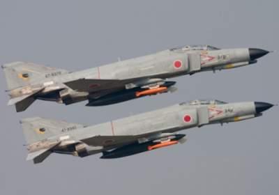 В Японии военные истребители чуть не столкнулись с авиалайнером