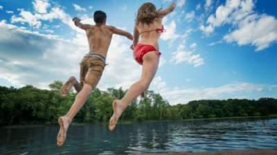 Эксперт рассказал, почему нельзя купаться в озерах после сильных ливней