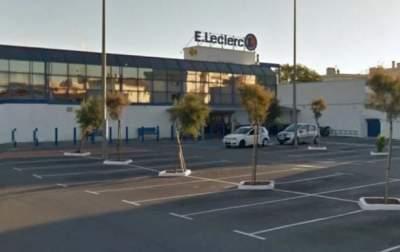Во Франции женщина напала с ножом на людей в супермаркете