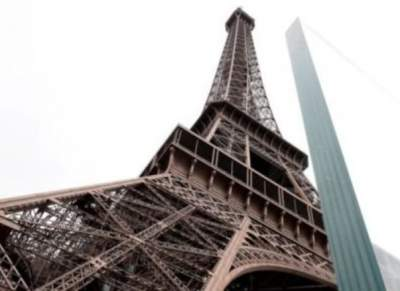 Эйфелеву башню обнесут стеной для защиты от террористов