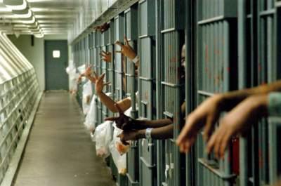 В США учителя и секретари вынуждены охранять тюрьмы