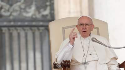 Папский посланник попросил прощения за интимный скандал в Чили