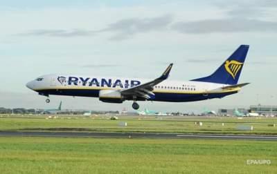 Самолет Ryanair совершил экстренную посадку из-за массовой драки на борту
