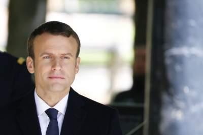 Президент Франции публично отругал подростка за фамильярность