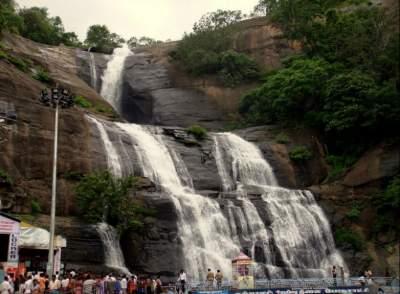 В Индии турист упал с водопада, сделав неудачное селфи