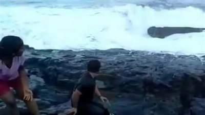 На Гоа отдыхающих смыло волной, один из них утонул