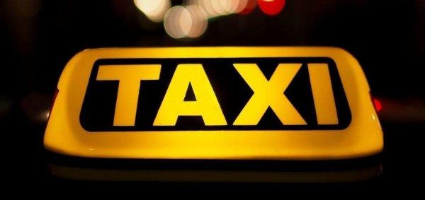 Таксист в Петербурге завез иностранку в аэропорт за 50 рублей, вместо 500