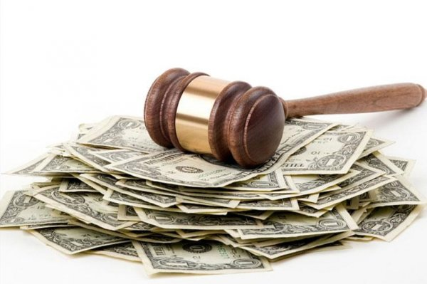 Обманутые клиенты юридической конторы преследуют адвокатов и родственников директора фирмы