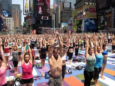 Жители Нью-Йорка необычно отпраздновали летнее солнцестояние