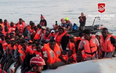 Италия вновь отказалась принимать судно с беженцами