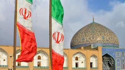 Резкий обвал иранской валюты вызвал протесты в стране