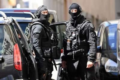 Во Франции арестовали десять человек, готовящих теракт