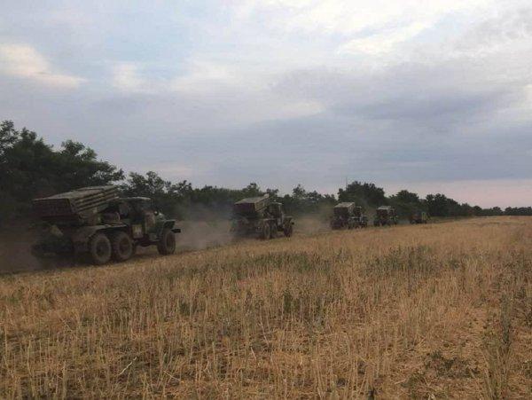 Украинские артиллеристы провели военные учения у границы с Крымом