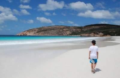 Названы опасные патогены, которые прячутся в песке на пляже