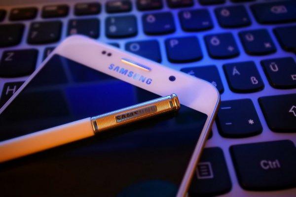 Смартфоны Samsung рассылают фото без ведома владельцев