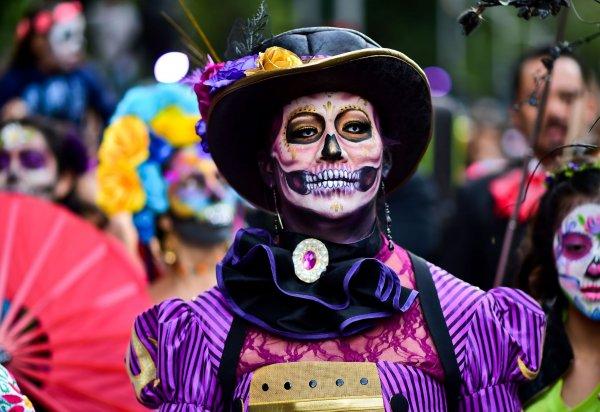 В Гостином дворе стартовал мексиканский карнавал «День мертвых»