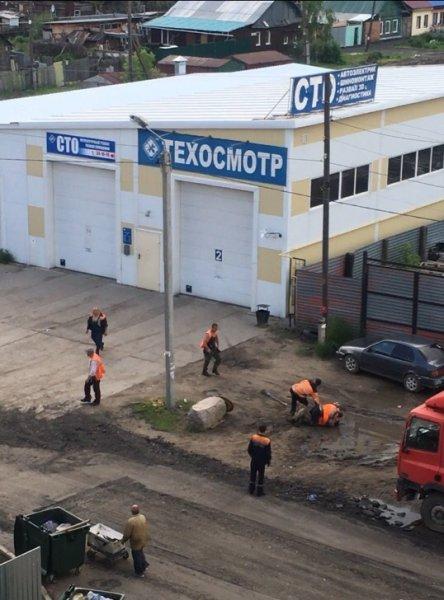 Омские асфальтоукладчики подрались прямо на рабочем месте