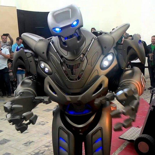 Летающего робота-трансформера создали в Японии