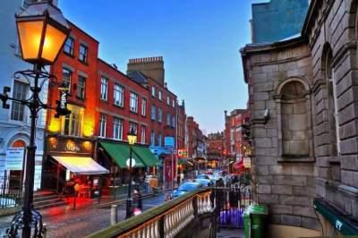 Названа причина месячного запрета на полив газонов в Дублине