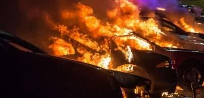Во Франции за ночь сожгли 50 авто