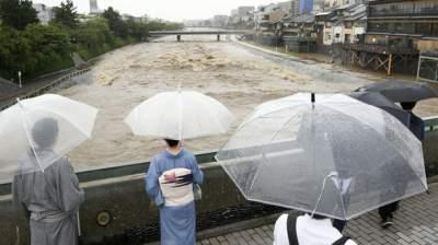 В Японии из-за дождей эвакуированы тысячи людей