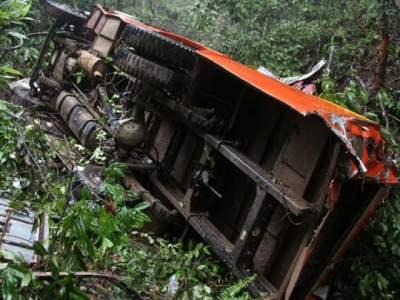 В Непале грузовик упал с горы: 20 погибших