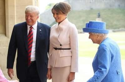 Трамп нарушил этикет во время встречи с королевой Британии