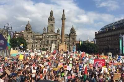 В Шотландии массовые протесты против политики Трампа