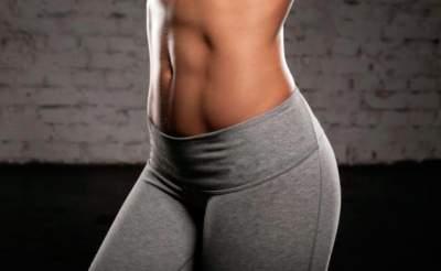 Названы простые методы развития мышц не вставая со стула