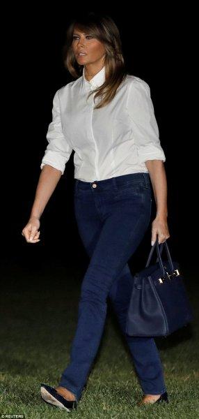Мелания Трамп надела рубашку и джинсы после показа роскошной одежды в Европе