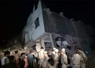 В Индии обрушился жилой дом с десятками человек внутри