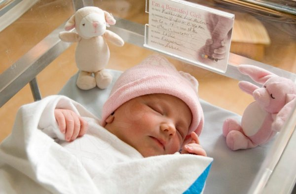 Минпромторг определился с составляющими подарка для новорожденных