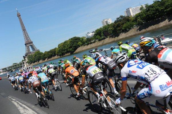 Велосипедист-экстремал пролетел над «Тур де Франс»