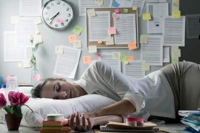 Медики рассказали, как не заснуть на работе