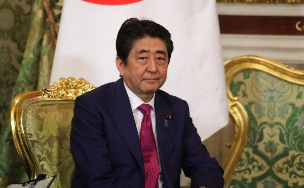 Японская оппозиция разработала резолюцию о недоверии правительству