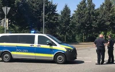 В Германии мужчина с ножом напал на людей в автобусе: 14 раненых