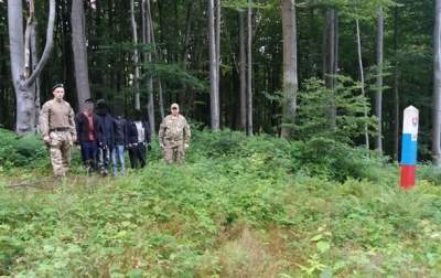На границе со Словакией поймали группу нелегальных мигрантов
