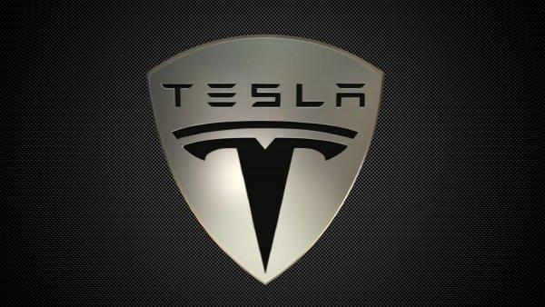 Tesla выпустит свой первый смартфон