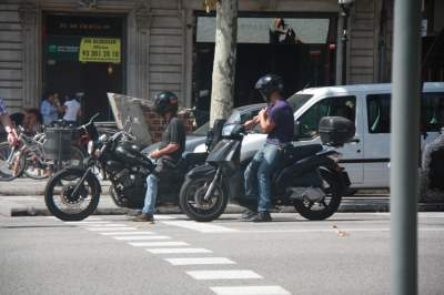 В Барселоне мотоциклисты открыли огонь по авто: есть жертвы