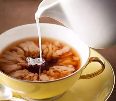 Ученые рассказали, почему женщинам не стоит добавлять молоко в чай